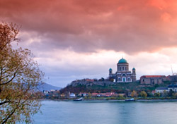 Hungary: Sunset on the Danube River (Photo: Thinkstock/Hemera)