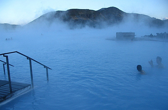 Iceland: Blue Lagoon Pool - DD (Photo: Thinkstock/Hemera)