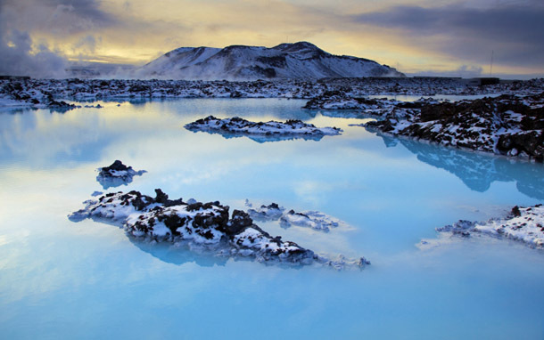 Iceland: Lagoon Mountains (Photo: Thinkstock/iStockphoto)