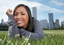 Chicago girl relaxing in Grant Park, Chicago, Illinois (Photo: iStockphoto/Jim Jurica)