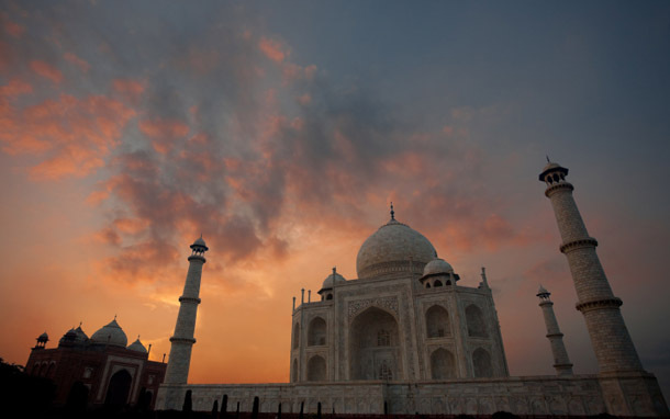 India: Taj Mahal, Stormy Skies (Photo: Thinkstock/Zoonar)