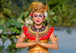 Bali, Indonesia - Dancer (Photo:  iStockPhoto/Btrenkel)