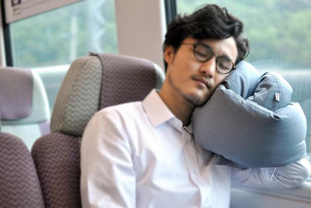 Infinity Pillow (Photo: Huzi Design)