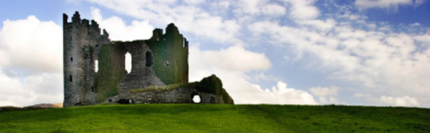 Ireland-Castle on a Green Hill (Photo: iStockPhoto/Martin Kawalski)