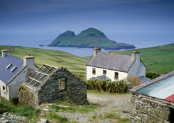 Ireland Small Farm Houses By the Sea (Photo: iStockPhoto/clu)