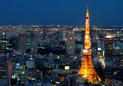 Night in Tokyo, Japan (Photo: Andy Hwang)