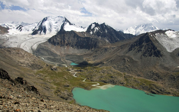 Kyrgyzstan: Ice-Capped Mountains, Green Lake (Photo: Thinkstock/iStockphoto)