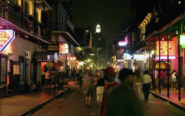 People in Bourbon Street at Night (Photo: Thinkstock/iStockphoto)