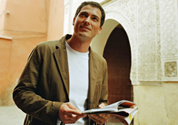 Man looking at guide book (Photo: Index Open)