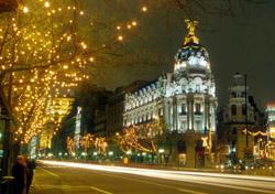 Madrid ar Night (Photo: iStockphoto/Ricardo De Mattos)
