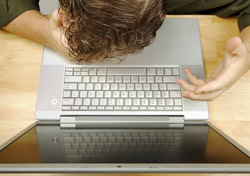 Man: Frustration at Laptop (Photo: Thinkstock/iStockphoto)