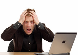 Man: Shocked at Computer (Photo: Thinkstock/iStockphoto)