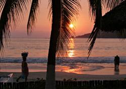 Zihuatanejo Sunset, Zihuatanejo, Mexico (Photo: iStockphoto/Dana Baldwin)