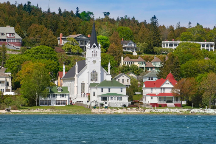 Michigan: Mackinac Island, Waterside (Photo: Thinkstock/iStockphoto)