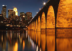 Stone Arch Bridge at night, Minneapolis (Photo: Photo: iStockphoto)