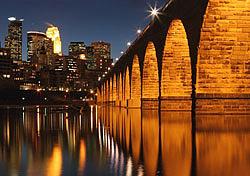 Stone Arch Bridge at night, Minneapolis (Photo: Photo: iStockphoto)