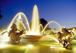 JC Nichols Fountain, Kansas City, Missouri (Photo: Missouri Division of Tourism)