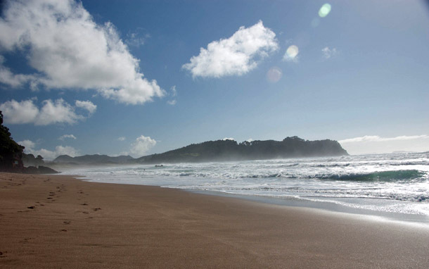 New Zealand: Hot Water Beach (Photo: Flickr/Colin Bowern)