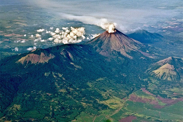 Volcano in Nicaragua (Photo: Dick Washburne)