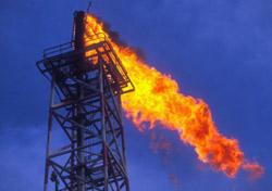 Oil - Burning petroleum on oil rig (Photo: iStockPhoto/Brasil2)