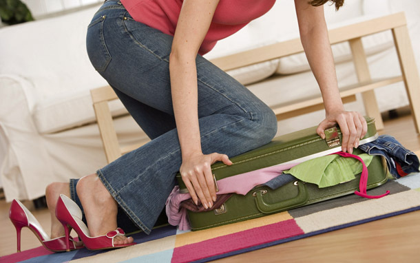 Packing: Overstuffed Suitcase (Photo: Thinkstock/Comstock Images)