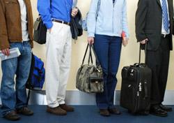 Air: Passengers waiting in line (Photo: iStockphoto/Gene Chutka)