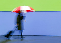 Traveler walking in the rain (Photo: IndexOpen)