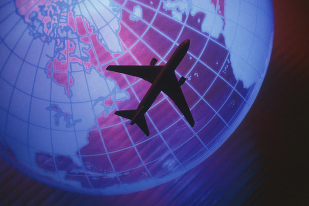 Air: Plane Flying in Front of Globe (Photo: Thinkstock/© Getty Images)