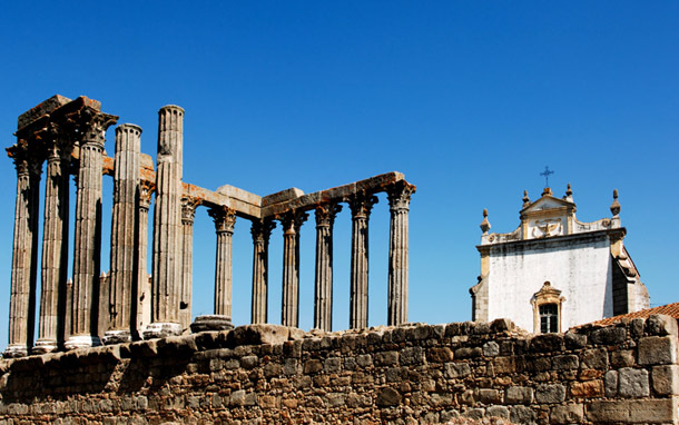 Portugal: Alentejo, Evora - Temple of Diana (Photo: Thinkstock/Hemera)