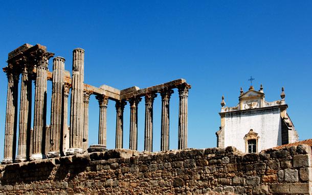 Portugal: Alentejo, Evora - Temple of Diana (Photo: Thinkstock/Hemera)