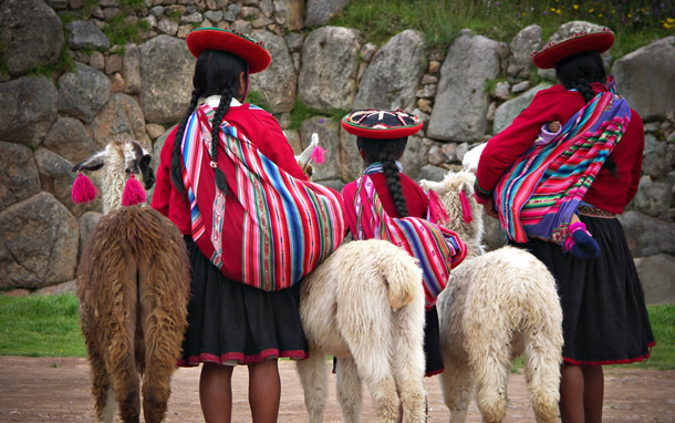 Quechua Women in Sacsayhuaman, Cusco, Peru (Photo: Shutterstock/Neale Cousland)