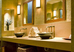 Luxurious restroom (iStockphoto.com/Tammy Bryngelson)