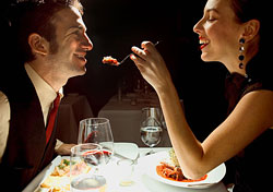 Couple having a romantic dinner (Photo: Index Open)