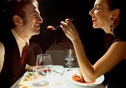 Couple having a romantic dinner (Photo: Index Open)
