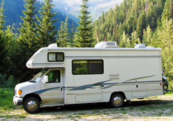RV: In Mountains (Photo: Shutterstock/Mighty Sequoia Studio)