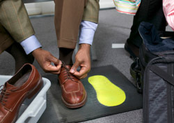 Security: Man Tying Shoelaces (Photo: Thinkstock/Creatas)