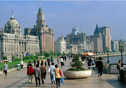 Shanghia Pedestrian Walkway (Photo: Thinkstock/goodphoto)