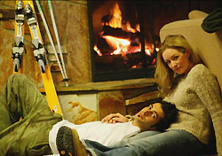 Couple relaxing at a ski lodge (Photo: IndexOpen)