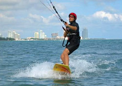 Learning how to kiteboard with South Florida Kiteboarding (Photo: South Florida Kiteboarding)