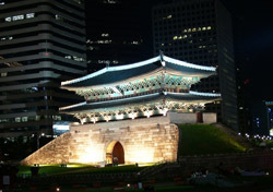 South Korea: Seoul, Sungnyemun Gate (Photo: Shutterstock/Chris102)