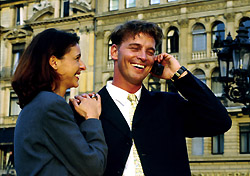 Couple on cell phone (Photo: Index Open)