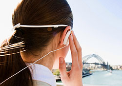 Woman with headphones (Photo: Sergeo Syd - iStockphoto)