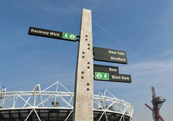England: London, Street Signs (Photo: Shutterstock/Nando Machado)
