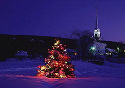 Christmas scene in Stowe, Vermont (Photo: Yankee Image Inc.)