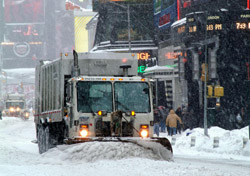 Snow plow in the city (Photo: IndexOpen)