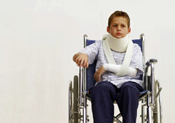 Wheelchair: Boy with Cast (Photo: Thinkstock/Stockbyte)