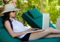 Woman: On Lounge Chair with Laptop (Photo: Shutterstock/beltsazar)
