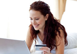 Woman: On Bed with Laptop (Photo: Thinkstock/Wavebreak Media)