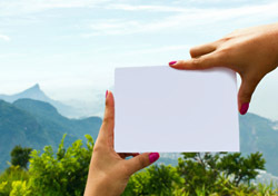 Woman: Holding Blank Card (Photo: Thinkstock/iStockphoto)