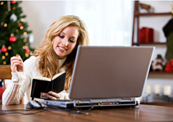 Woman holiday shopping online (Photo: iStockphoto/Sean Locke)